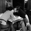 Z okazji jutrzejszych walentynek blogowa walentynka. Za komentarz niech starczy jeden z najsłynniejszych pocałunków w historii fotografii. Wiemy, że Brassaï potrafi być mroczny, a jego paryskie nokturny niezrównane. Ale idzie […]