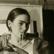 Ulubienica fotografów – Frida Kahlo. To zdjęcie zrobiła Lucienne Bloch w 1933 roku. Właśnie minęło osiem lat od tragicznego dnia, kiedyFrida wprawdzie wyszła żywa zwypadku autobusowego, ale połamana ize strzaskanym […]