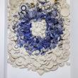 Ta kompozycja ze stłuczki autorstwa Urszuli Dudek przypomina obrazy Wojciecha Fangora. Nawet jeśli skojarzenie odległe, to jednak kolejny przykład na to, że Bolesławiec może wiele. A przykładając stempelek za stempelkiem […]